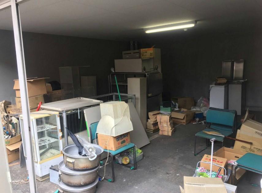 車庫内作業現場